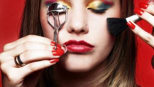 Entre 2006 e 2011, a venda de cosméticos no Brasil aumentou em 281%.