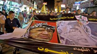 Des Palestiniens commémorent à Ramallah la mort de Yasser Arafat.