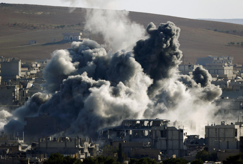 Một vụ oanh kích tại Kobané ngày 09/11/2014.