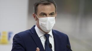 O ministro francês da Saúde, Olivier Véran, retomou o ritual das conferências semanais para divulgar o balanço da pandemia de Covid-19 no país.