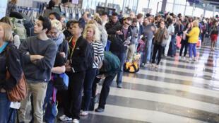 Xếp hàng chờ kiểm soát tại sân bay Chicago. Ảnh minh họa.