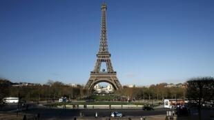 Torre Eiffel se transforma em floresta virtual para a COP 21