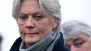 Pénélope Fillon, esposa de François Fillon, se presentaba hasta ahora como ama de casa.
