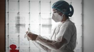 """Los laboratorios Pfizer y BioNTech anunciaron que la vacuna que desarrollan en conjunto """"es 90% efectiva"""" contra el coronavirus"""