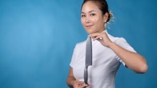 Vicky Lau, de Hong Kong, la primera mujer chef de Asia en obtener dos estrellas Michelin, posa para una foto el 20 de mayo de 2021
