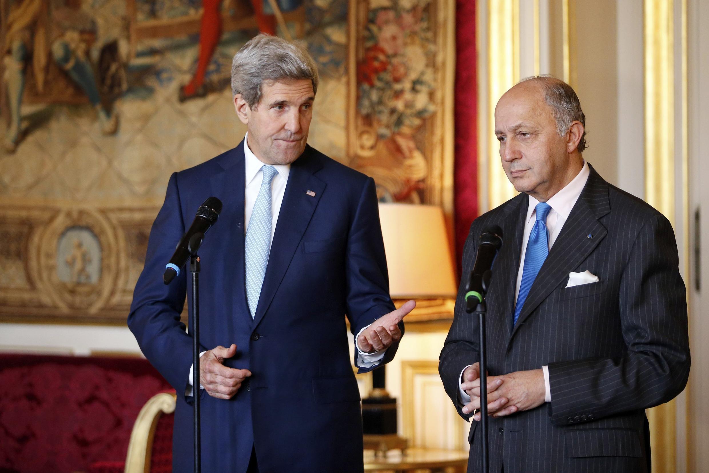 لوران فابیوس، وزیر امور خارجه فرانسه و جان کری، وزیر امور خارجه آمریکا در پاریس
