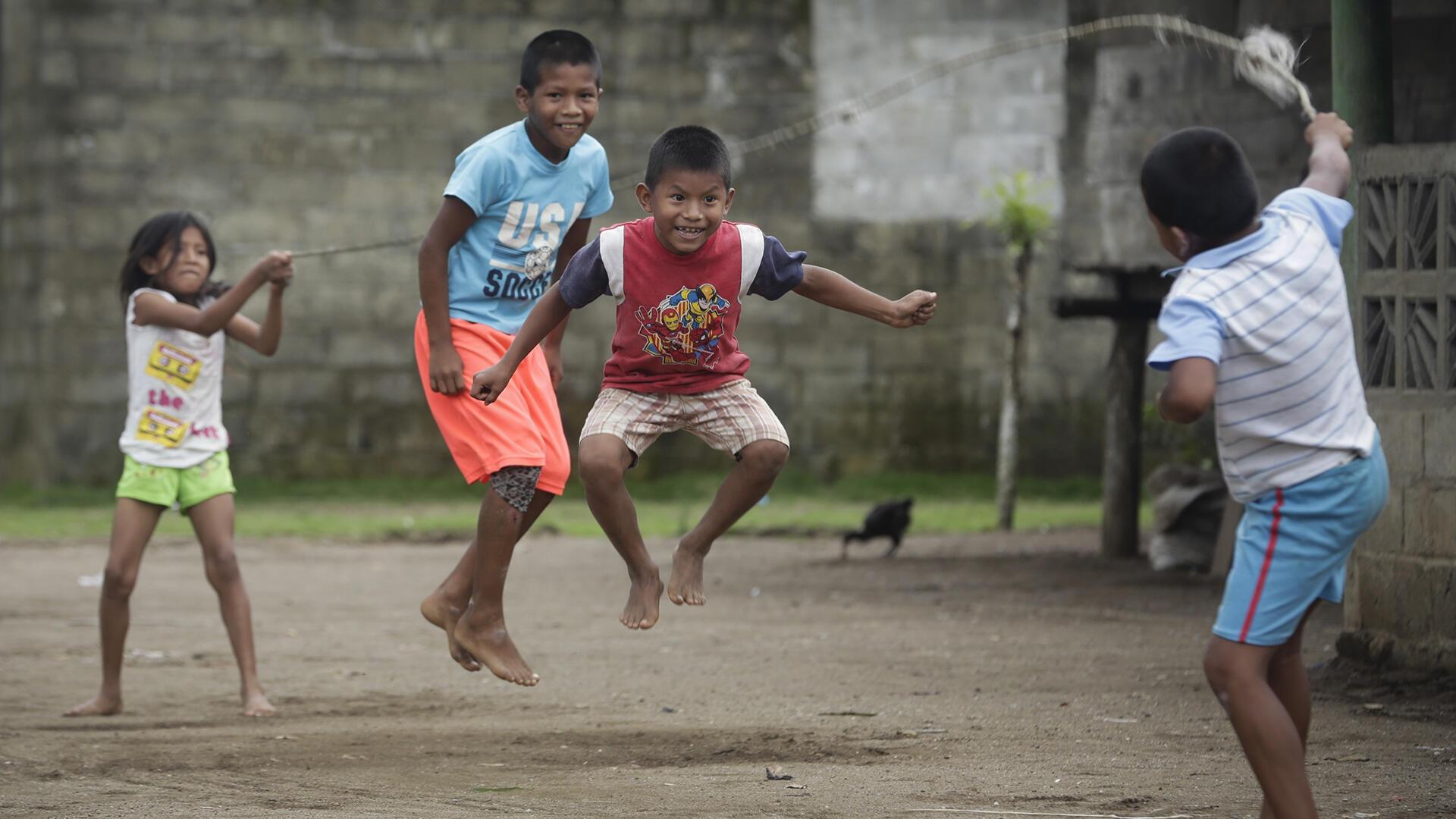 Panama - des enfants sautent à la corde - AP Photo19267089318490