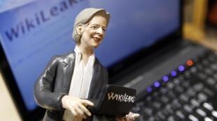 វិបសៃត៍Wikileaks បង្កើតឡើងJullian Assange ដែលមានជំនាញផ្សាយឯកសារសំងាត់អាមេរិកបានទទួលការគាំទ្រច្រើនពីអ្នកប្រើប្រាស់អ៊ិនធ័រណេត