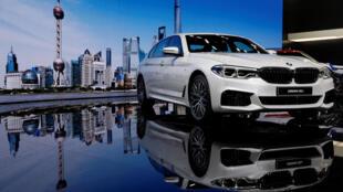 图为上海汽车展上德国宝马新款车亮相