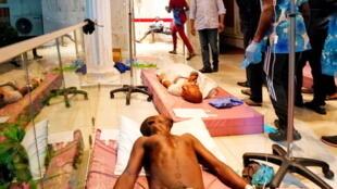 Watu waliojeruhiwa katika hospitali huko Lagos wakati wa ziara ya gavana wa jimbo hilo, Babajide Sanwo-Olu. Oktoba 21, 2020.