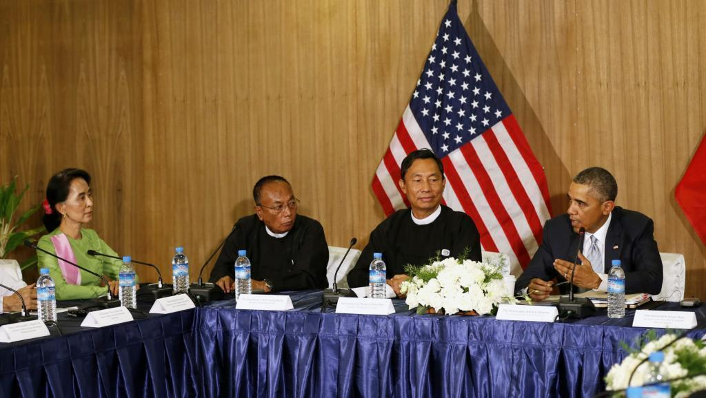 Katika mkutano wa kilele wa Asean, Barack Obama amekutana na wabunge kadhaa, ikiwa ni pamoja na kiongozi wa upinzani nchini Burma, Aung San Suu Kyi, Novemba 13 mwaka 2014.