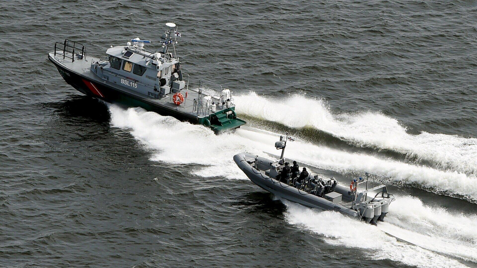 Các tàu của lực lượng biên phòng Phần Lan tuần tiễu gần Helsinki, 28/04/2015.