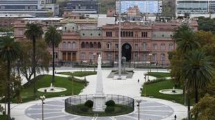 Vista de la plaza Mayo y la Casa Rosada, el 22 de mayo de 2020 en Buenos Aires