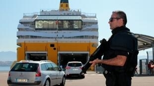 French police may be used to patrol ferries from Britain