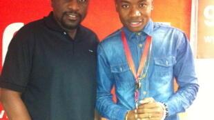 Mtangazaji Ali Bilali na msanii wa Bongo Fleva Ali Timbulo studio za RFI Kiswahili