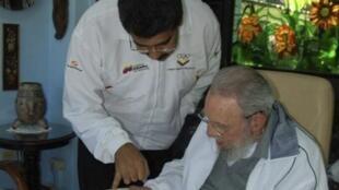 Foto de arquivo de encontro entre o presidente venezuelano, NIcolás Maduro, e Fidel Castro em Havana.