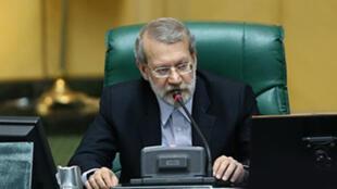 """علی لاریجانی، رئیس مجلس شورا از امضای """"سند آموزشی ۲۰۳۰ یونسکو"""" انتقاد کرد."""