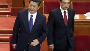 Le président chinois Xi Jinping (à gauche) au côté de son Premier ministre Li Keqiang, le 3 mars 2015 à Pékin.
