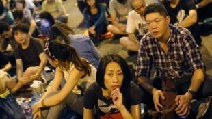 10月9日,示威學生聽到港府取消對話之後。