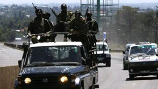 Une patrouille de police aux alentours de Nairobi.