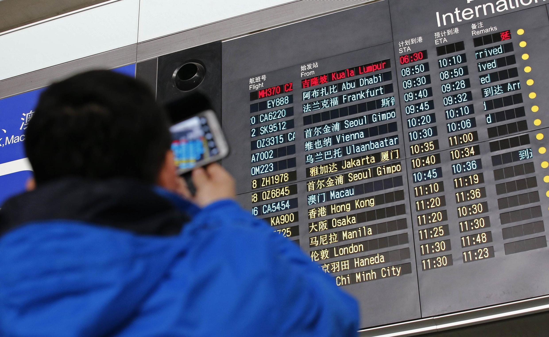 A Pékin, les proches des passagers chinois attendent des nouvelles du vol de la Malaysia Airlines, ce 8 mars 2014.