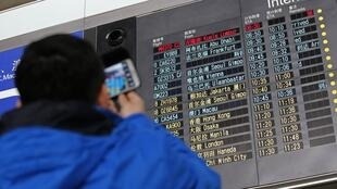 Relatives wait for news of the Malaysia Airlines plane at Beijing airport
