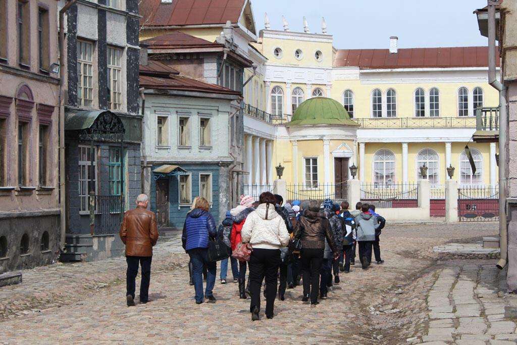 La visite des studios de Mosfilm, dans les décors reconstitués du vieux Moscou.