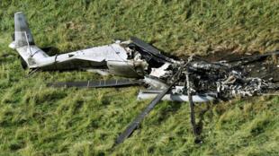 在冲绳县东村民用地迫降起火后的美国CH-53E运输直升机  2017年10月12日