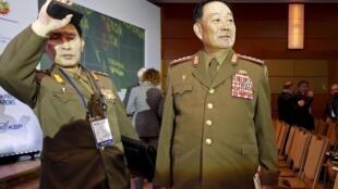 Bộ trưởng Quốc phòng Bắc Triều Tiên (P) trước cuộc họp báo về an ninh quốc tế (MCIS) tại Matxcơva, 16/04/2015.