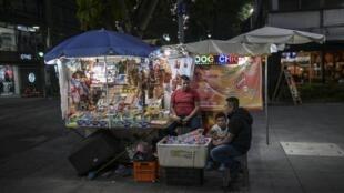 VENDEDORES AMBULANTES MEXICO TRABAJO TRAVAIL WORK VENDEUR RUE MEXIQUE