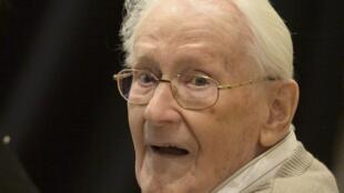 Oskar Groning, de 93 anos, ex-funcionário do regime nazista, começa a ser julgado nesta terça-feira (21).