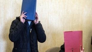Dois acusados comparecem ao tribunal em Colônia nesta quarta-feira