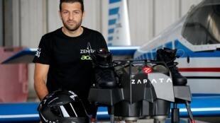 فرانکی زاپاتا، مخترع فرانسوی نتوانست پرواز بر فراز دریای مانش را به پایان برساند