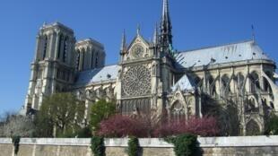 A agulha da Notre-Dame, estrutura de chumbo de estilo neogótico, desmoronou no incêndio de 16 de abril.