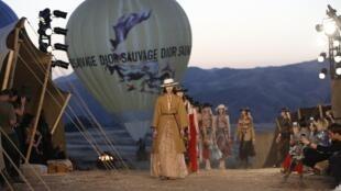 A maison Dior levou 800 convidados para assistir desfile nas montanhas da Califórnia