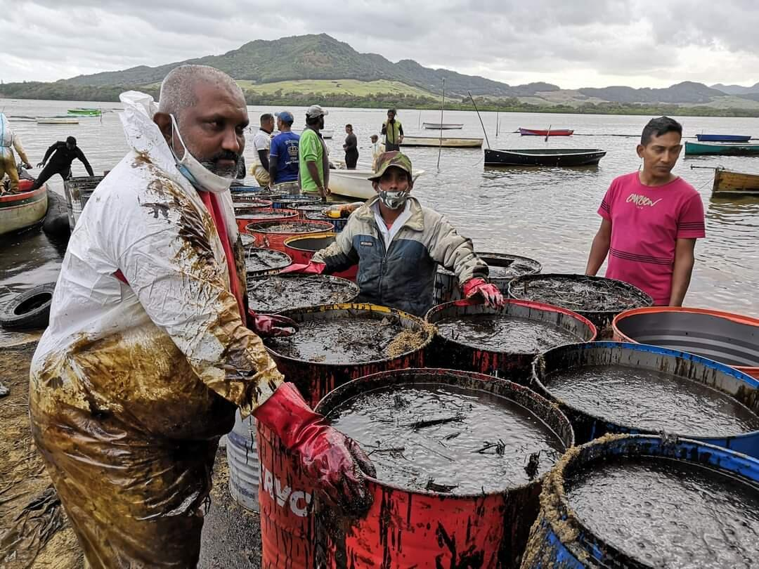 Volunteers and fishermen at Vieux-Grand-Port jetty have collected barrels of the oil, waiting for waste disposal unit.