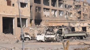 Thành phố Deir Ezzor của Syria đổ nát vì các trận bom. Ảnh chụp ngày 04/11/2017.