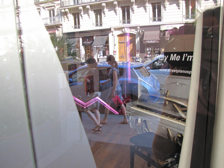 Пианино в ресторане La Cantine de Faubourg
