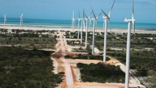 Parque eólico Alegria, atualmente em construção no município de Guamaré, no estado do Rio Grande do Norte.