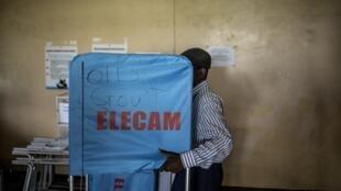 Opération de vote à Buea, au Cameroun, le 6 octobre 2018 (image d'illustration).