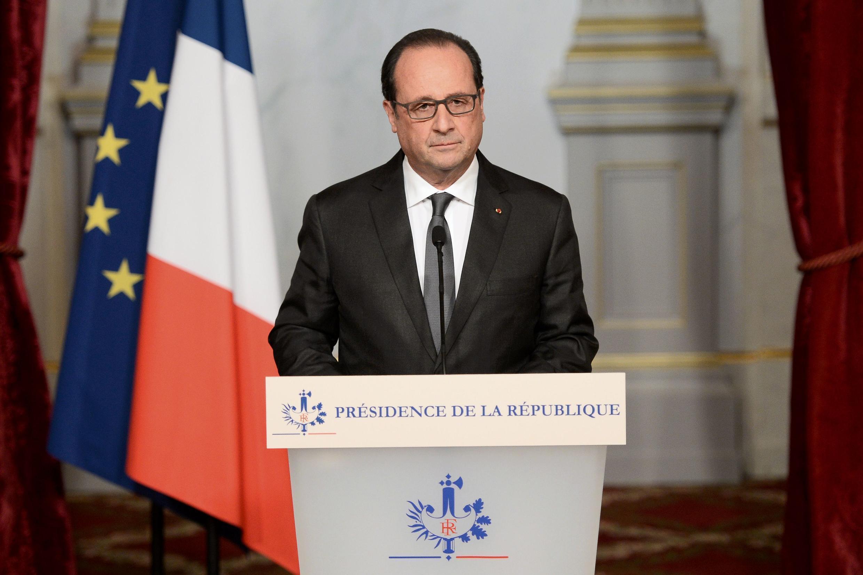 François Hollande disse que atentados de Paris foi um ato de guerra.