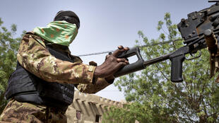 Malian soldier controls a machine gun during a patrol on the road between Mopti and Djenne, in central Mali, 28 February 2020.