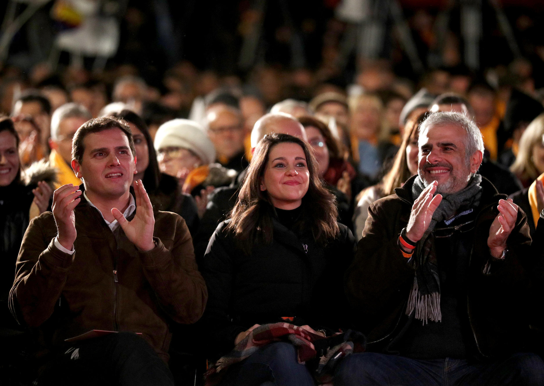 Лидер предвыборного списка партии «Граждане» Инес Арримадас (в центре)