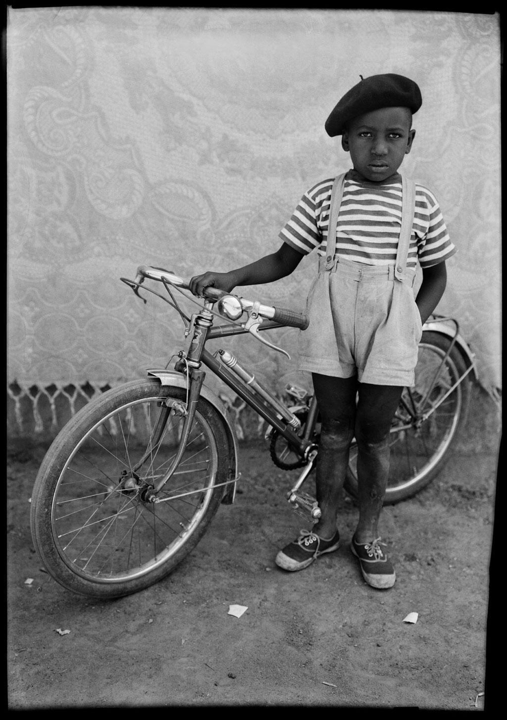 Seydou Keïta, Sans titre, 1948/54, tirage argentique moderne.