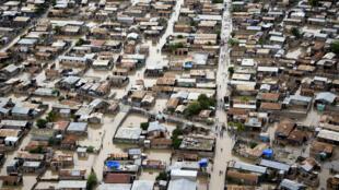 Les 300 000 habitants des Gonaïves surveillent l'évolution de la tempête Dorian. La troisième ville du pays a été détruite par le passage de plusieurs cyclones, ces dernières années. Ici, Les Gonaives après le passage de l'ouragan Tomas, le 6/11/2010.