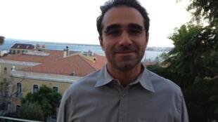 O corretor imobiliário Pascal Gonçalves aponta aumento de vendas de imóveis a estrangeiros no Bairro Alto e Alfama, em Lisboa.
