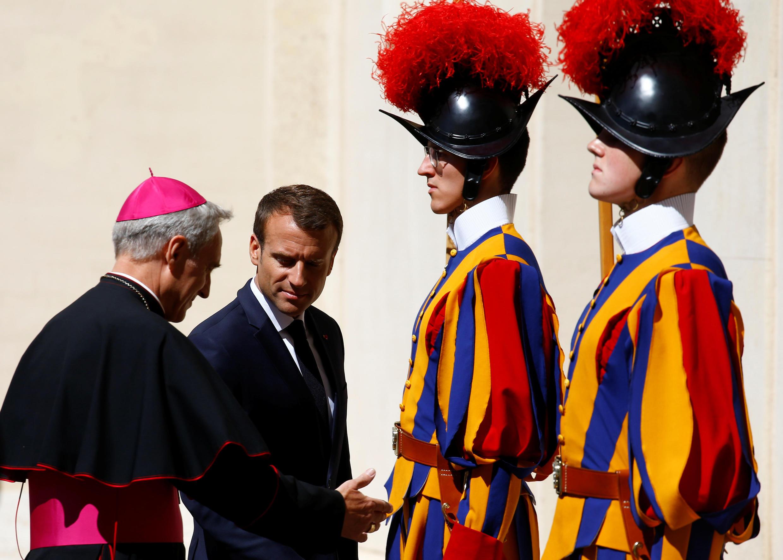 Эмманюэль Макрон получил символический титул «почетного каноника Латеранского»