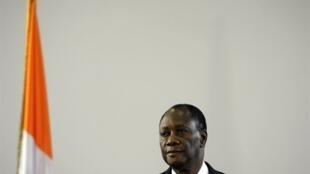 O Presidente Alassane Ouattara durante a sua Primeira conferência de imprensa em Abidjan no dia 13 de Abril de 2011
