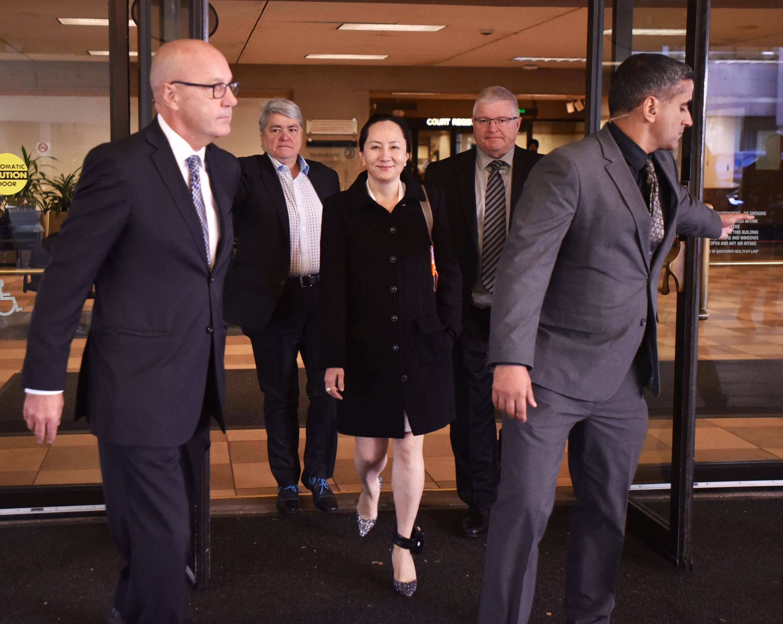 La directrice financière de Huawei Meng Wanzhou sort de la Cour suprême de Colombie britannique à Vancouver le 30 septembre 2019.