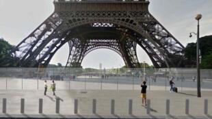 Projeto de segurança da Torre Eiffel inclui  muro de vidro